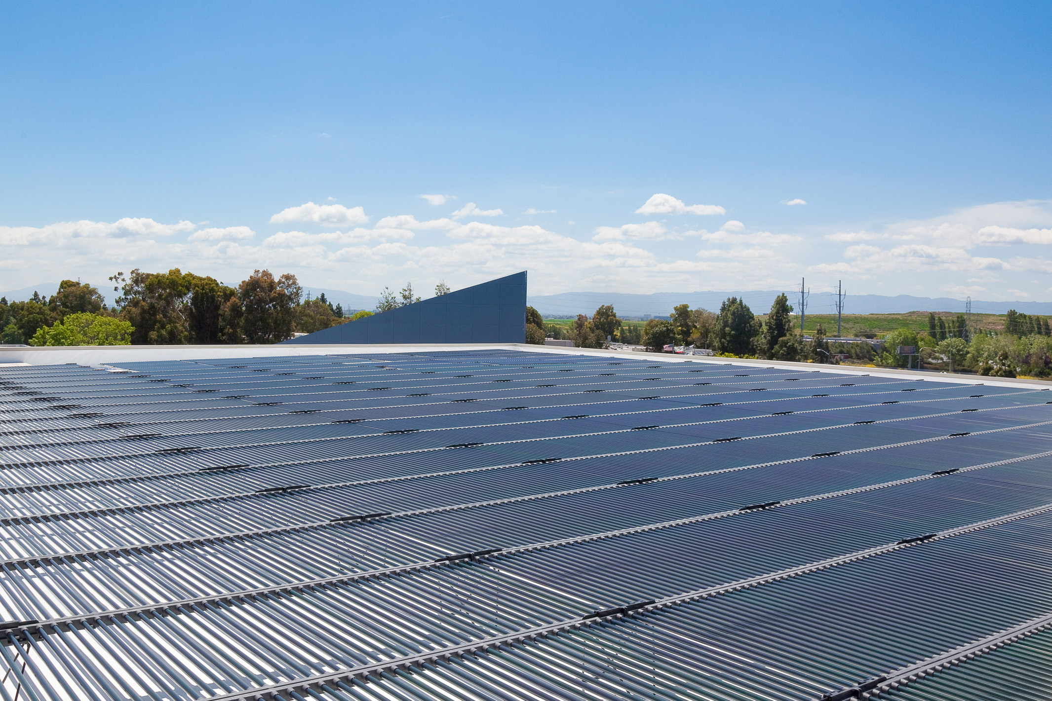 Solyndra Announces the Fastest and Easiest-to-Install Rooftop Solar System