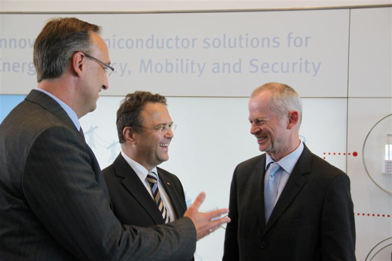 Germany's Federal Minister of the Interior Broadens Security Cooperation with Infineon; Focus on the Protection of Critical Infrastructures and Security of Mobile Devices