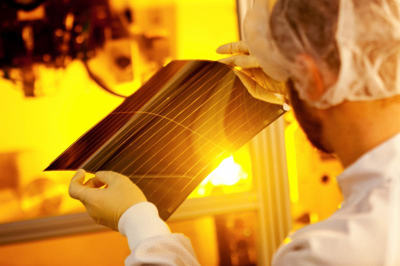 Heliatek sets record organic photovoltaic efficiency of 13.2%