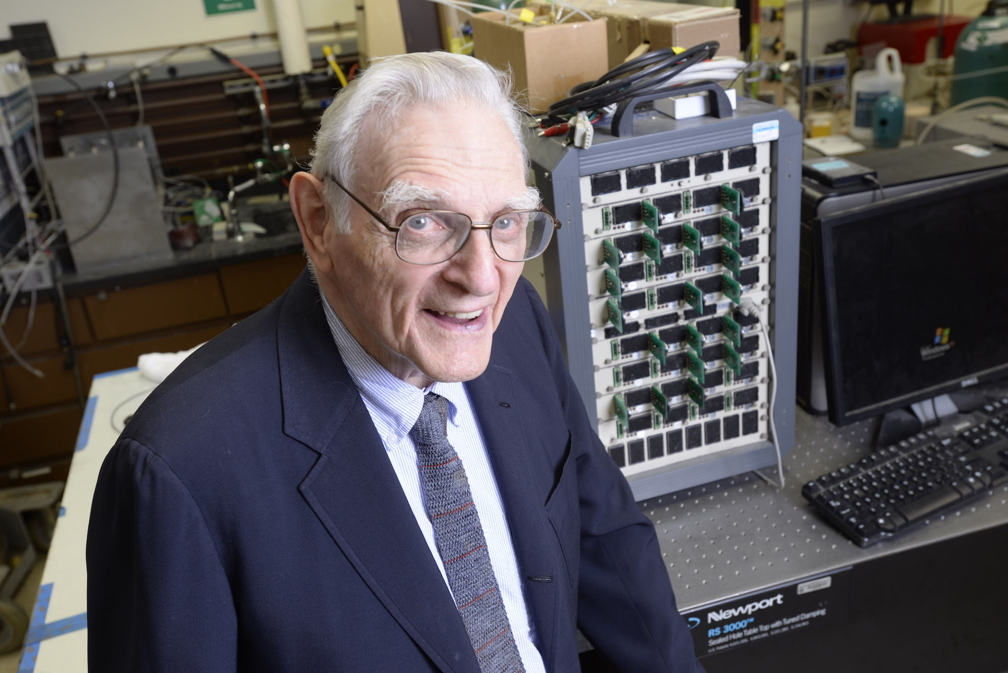 Li-ion cell inventor creates fast-charging, noncombustible batteries