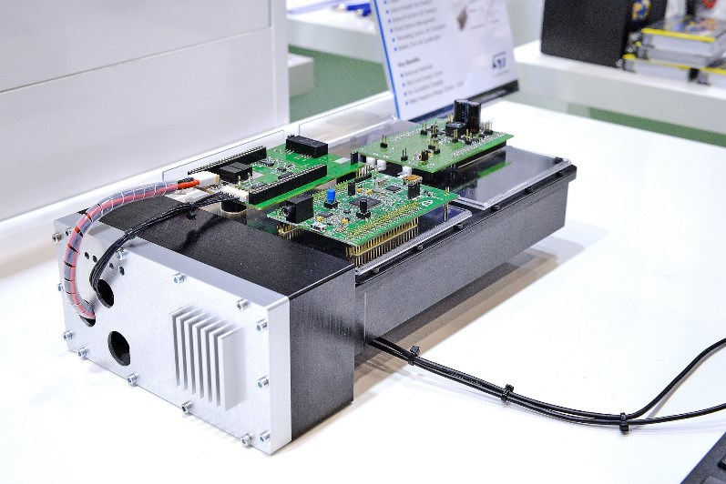 Figure 1. Demonstrator with a modular system, current excitation, analog signal processing, and ATM32F4 evaluation board (photo at Embedded World 2017)