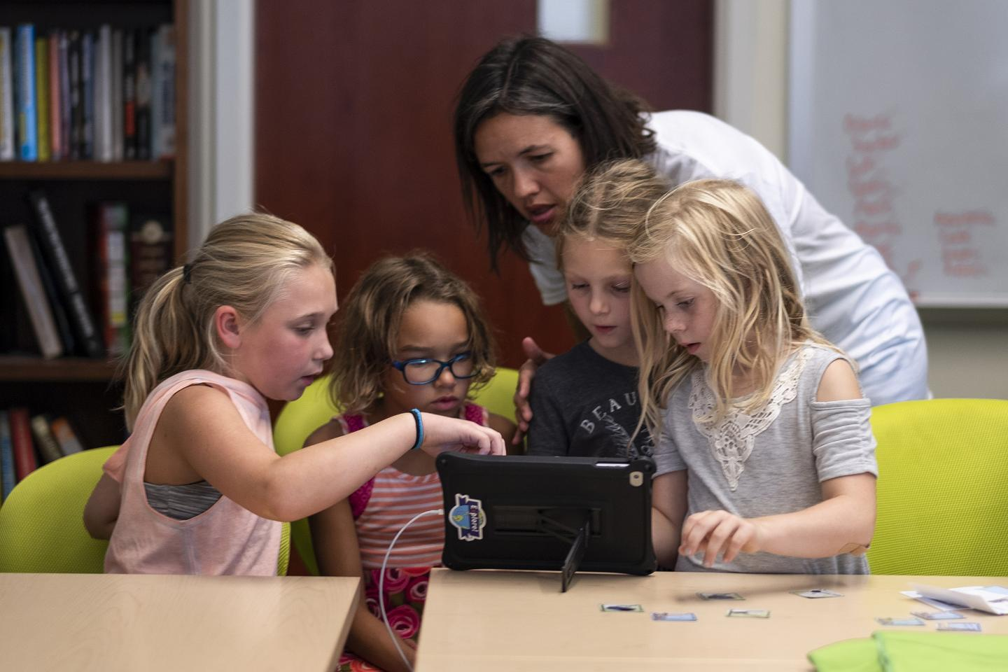 Award to Boost STEM Proficiency Through Augmented Reality