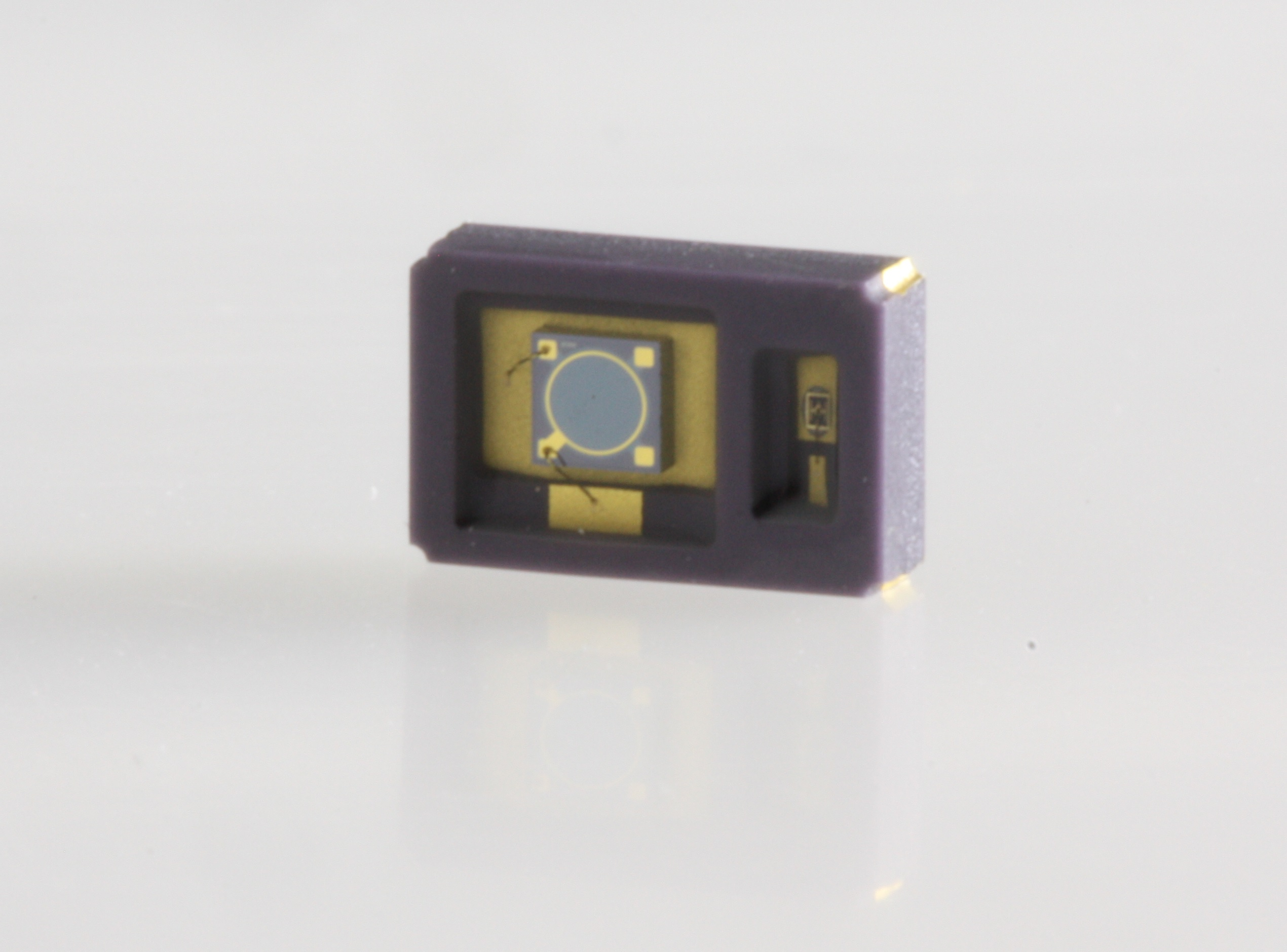 Expanded Surface Mount SWIR Reflective Sensor Offerings