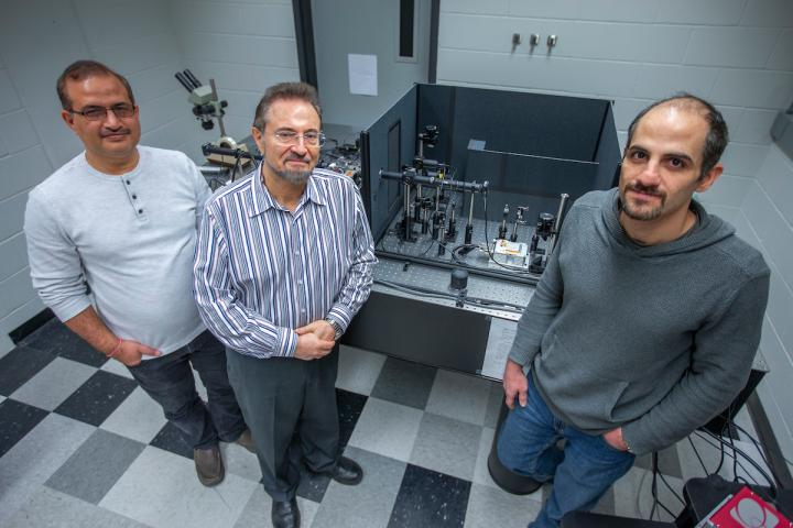 Nanoscale Sensors see how High Pressure Affects Materials
