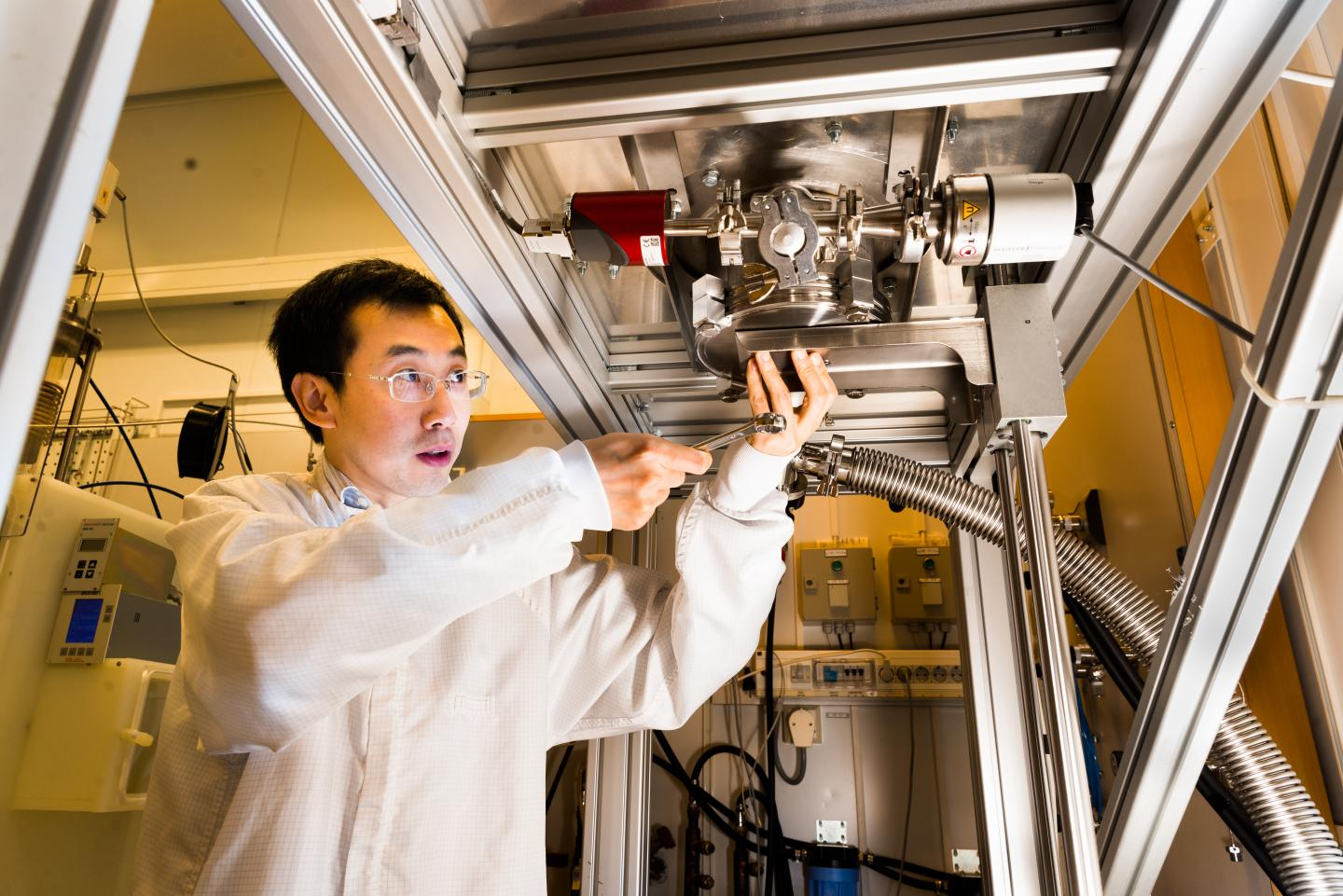 Renewable Fuel from Carbon Dioxide with Aid of Solar Energy