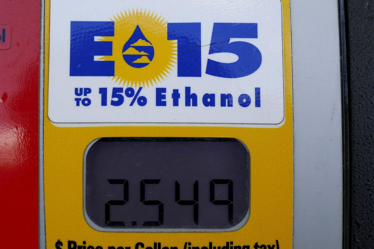 Trump Lifts Summertime Ethanol-Fuel Ban